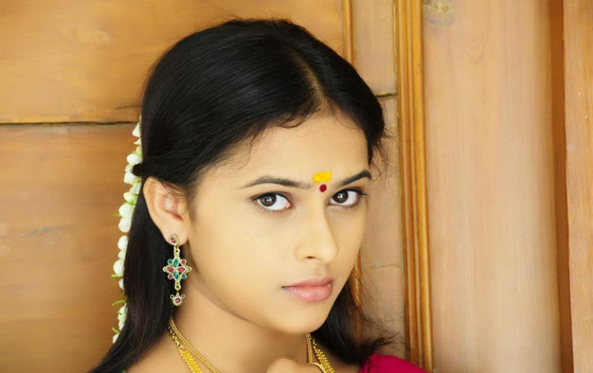 Actress sri divya cute face hd stills