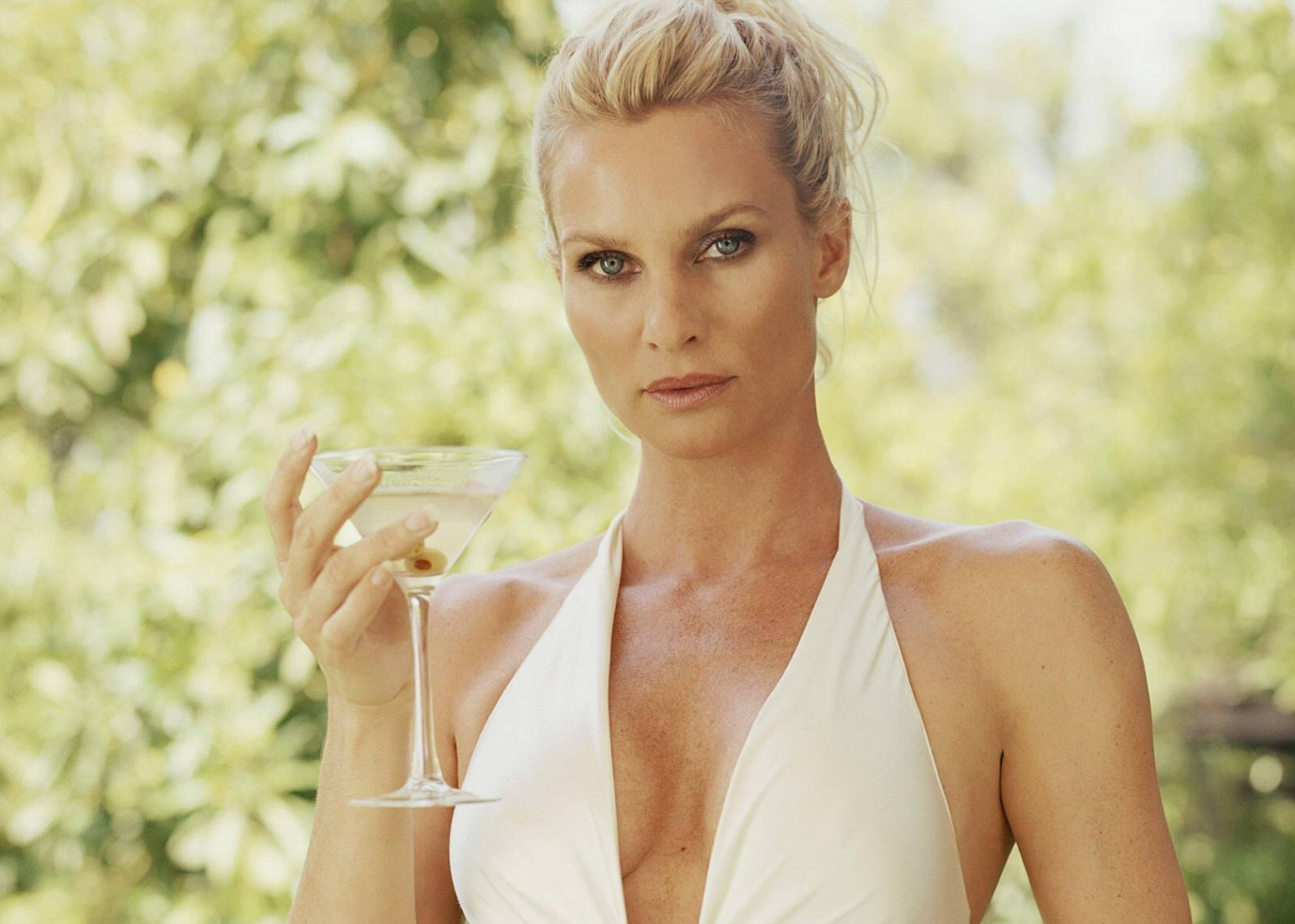 Actress nicollette sheridan pictures