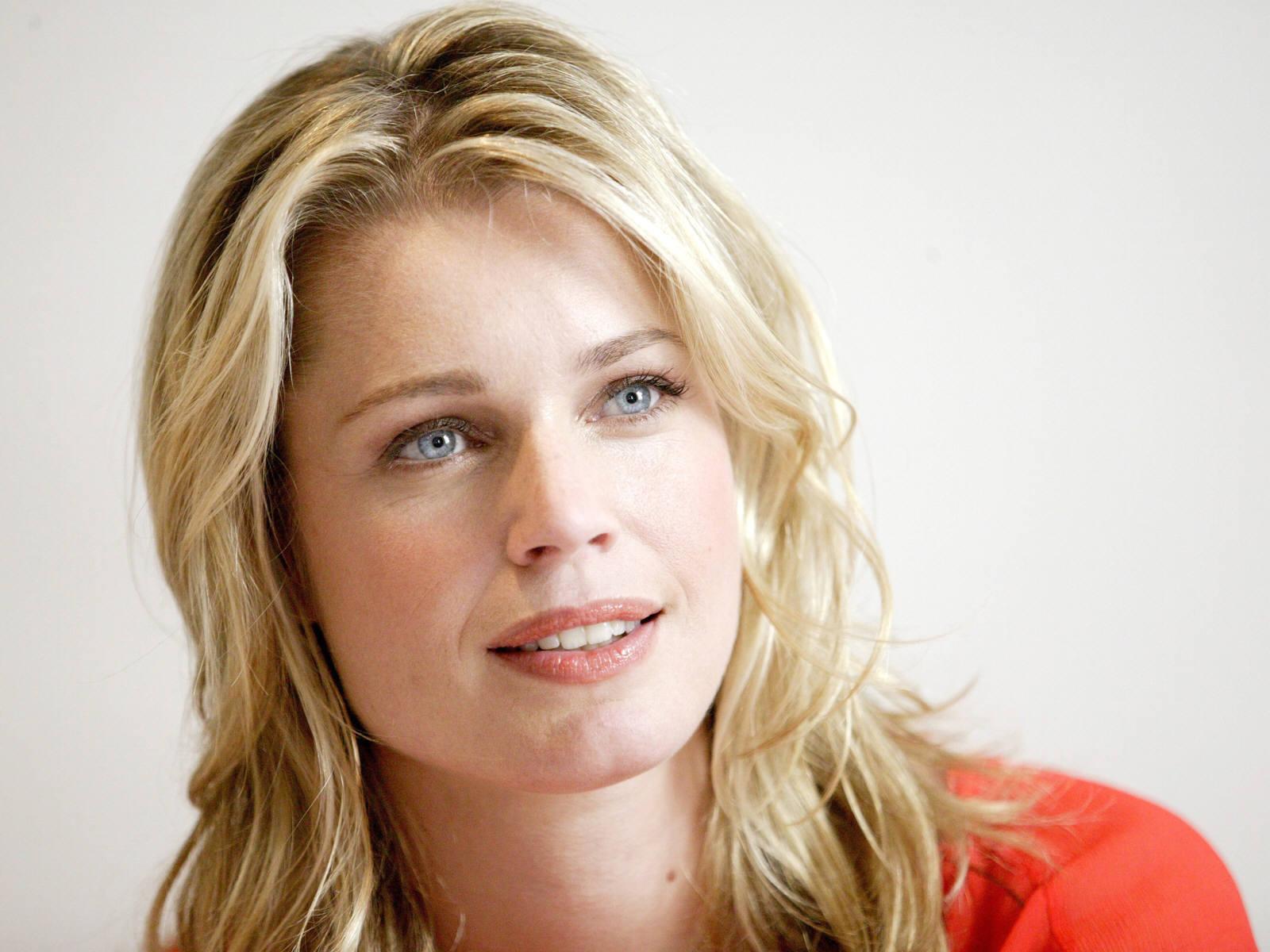 Actress rebecca romijn pictures