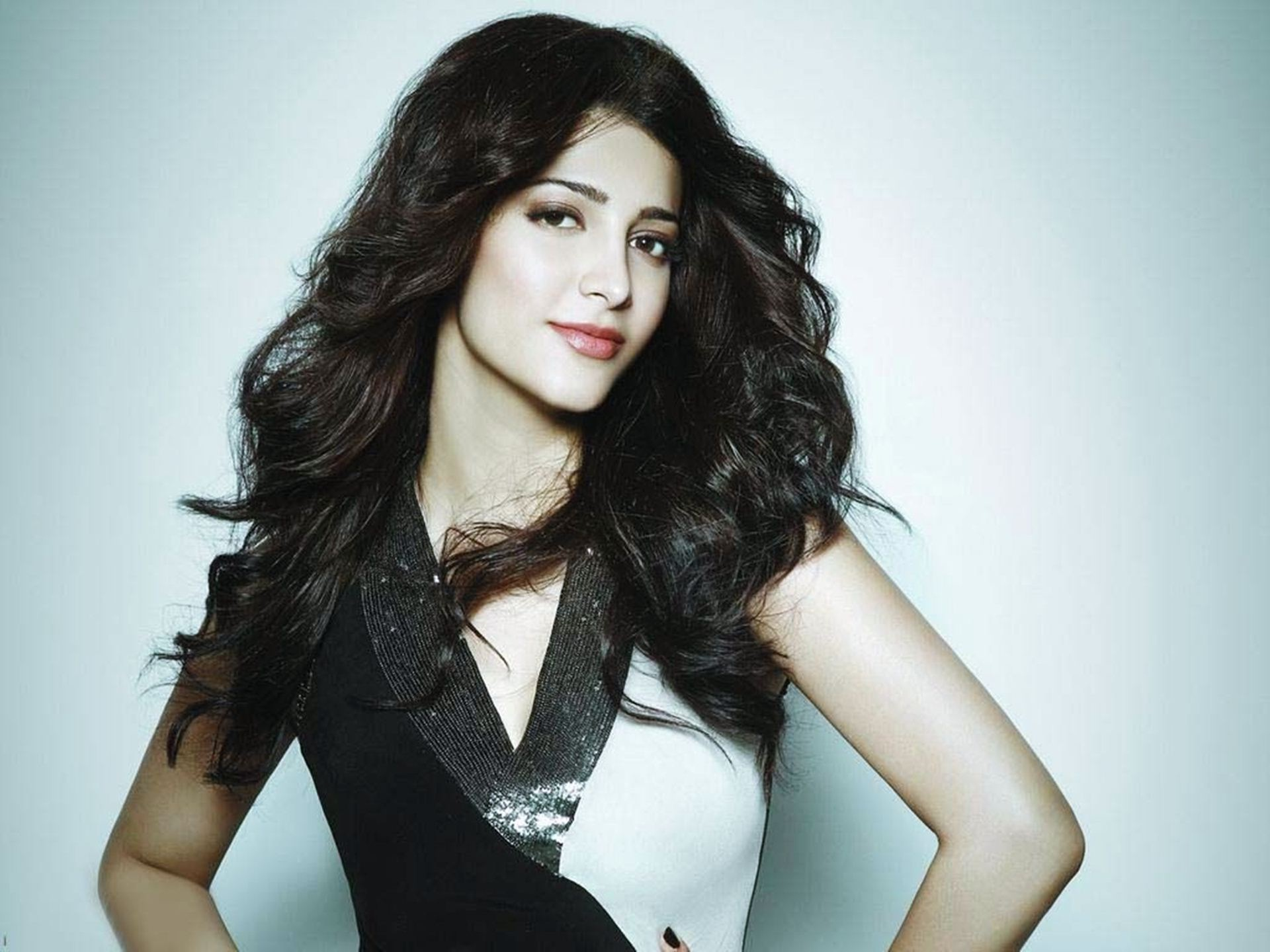 Actress shruti hassan pictures