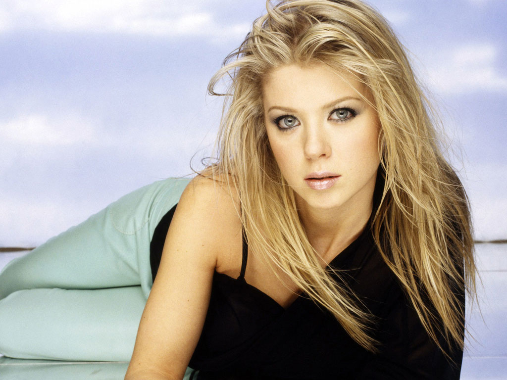 Actress tara reid cute face stills