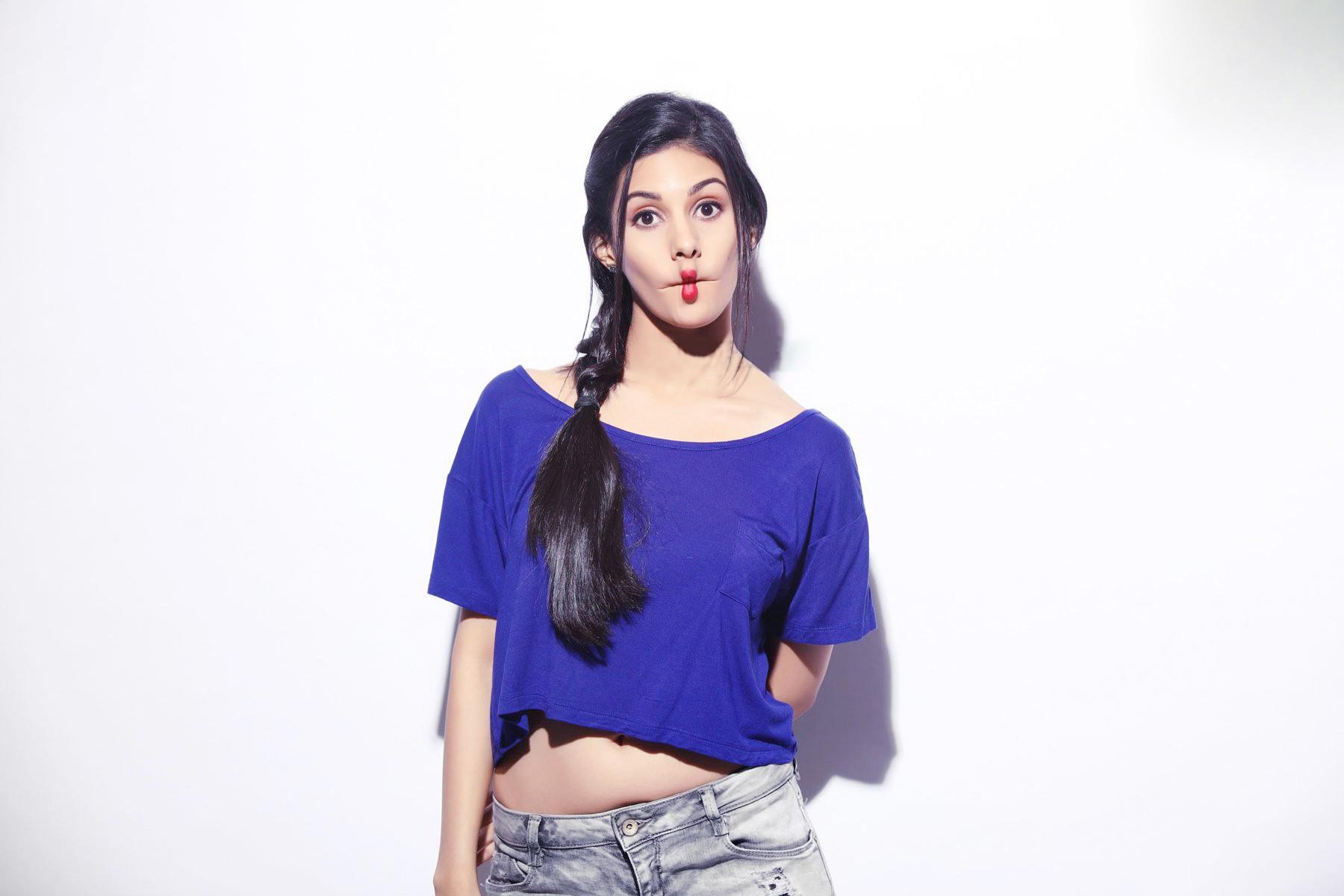 Amyra dastur actress pictures