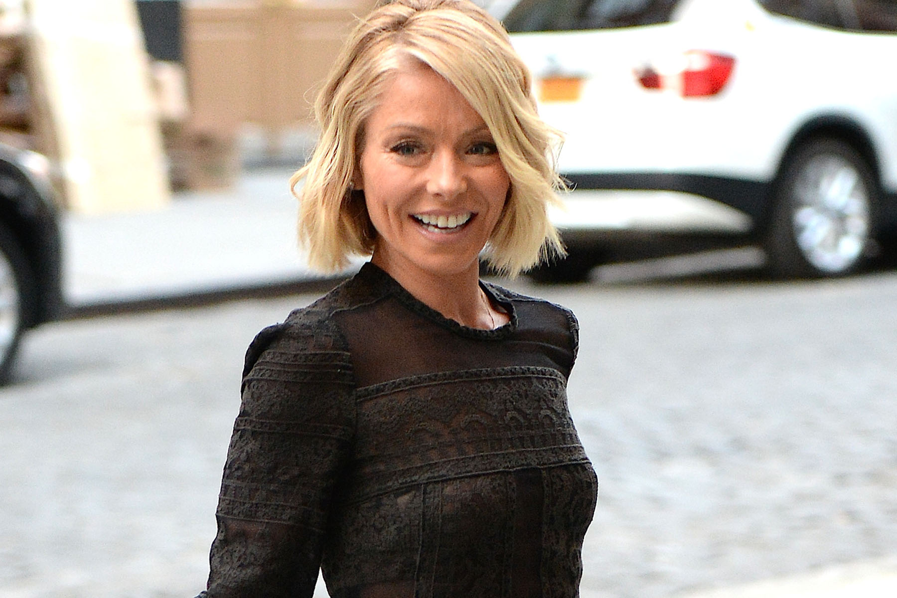 Kelly ripa black color dress photos