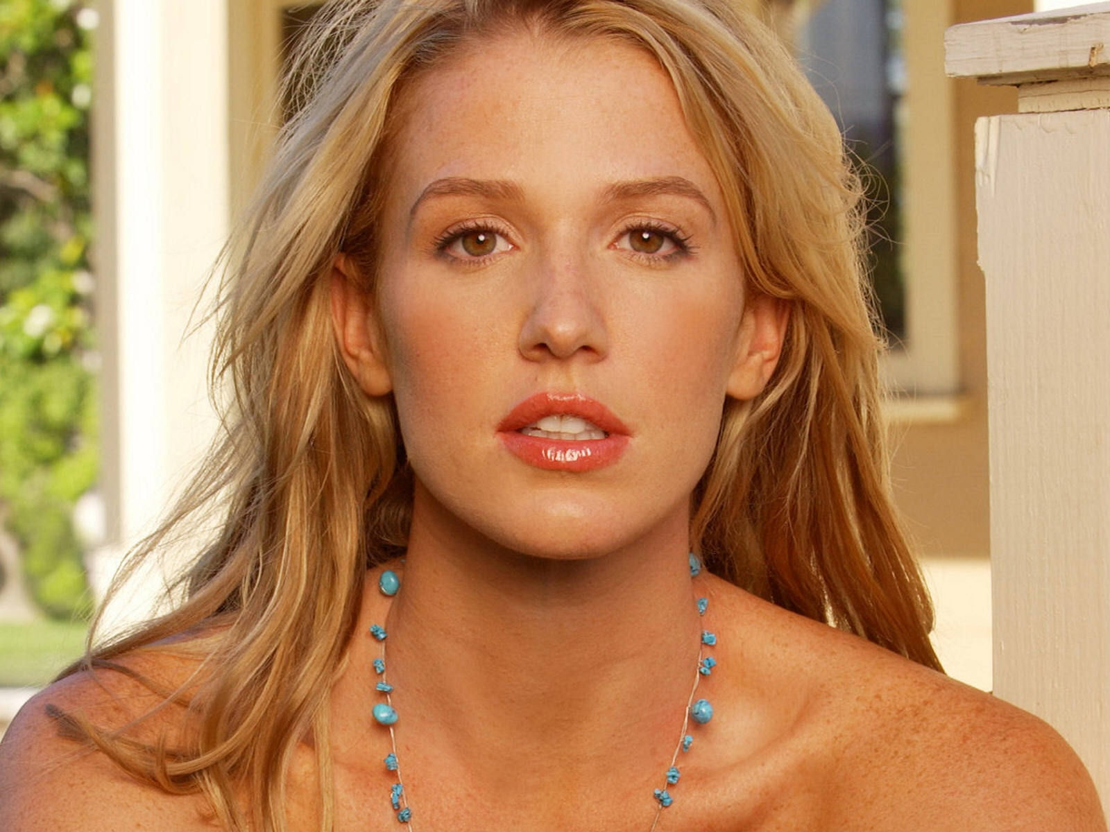 Poppy montgomery cute face stills