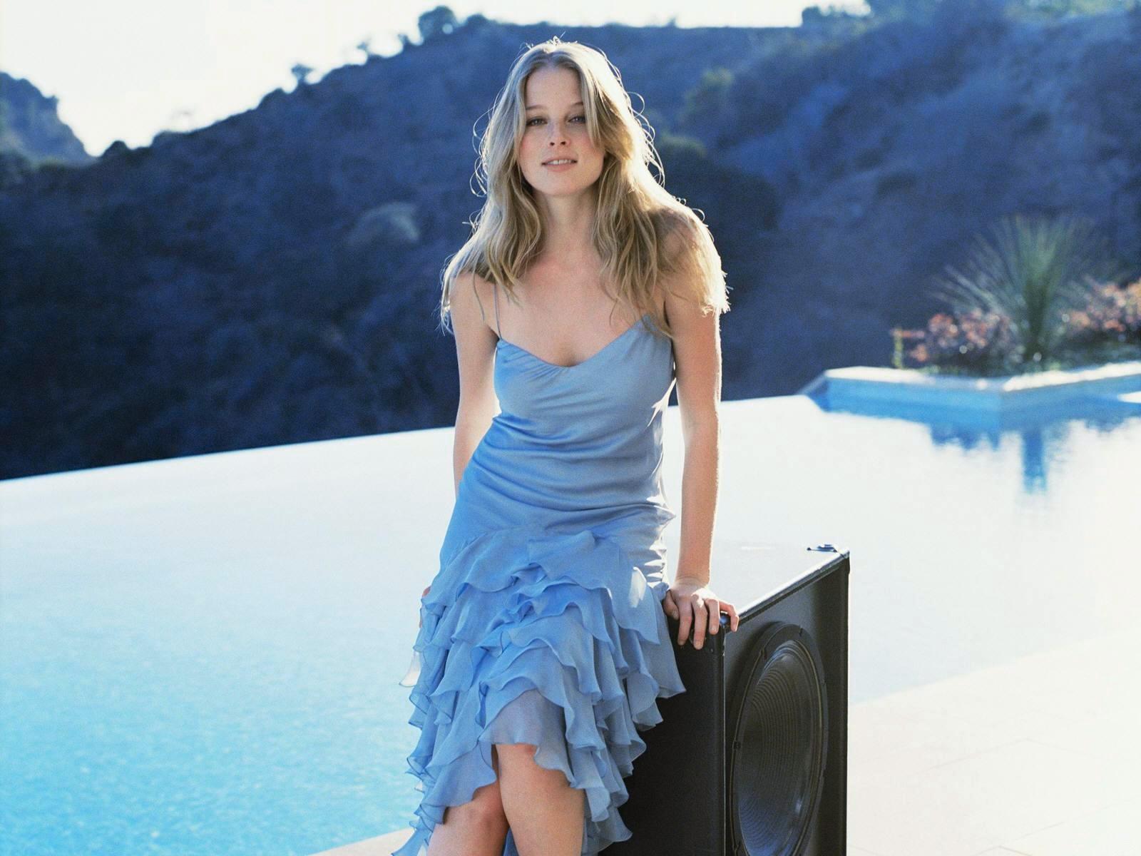Rachel nichols bule color dress photos