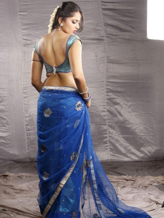 Anushka blue saree pictures