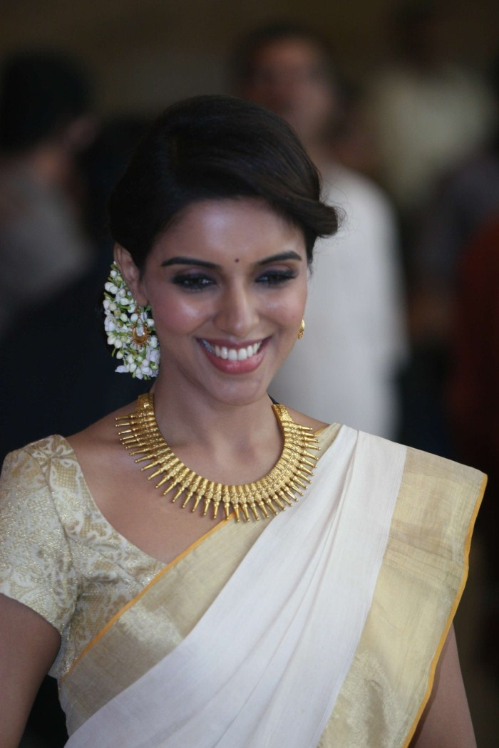 Asin kerala traditional saree cute stills