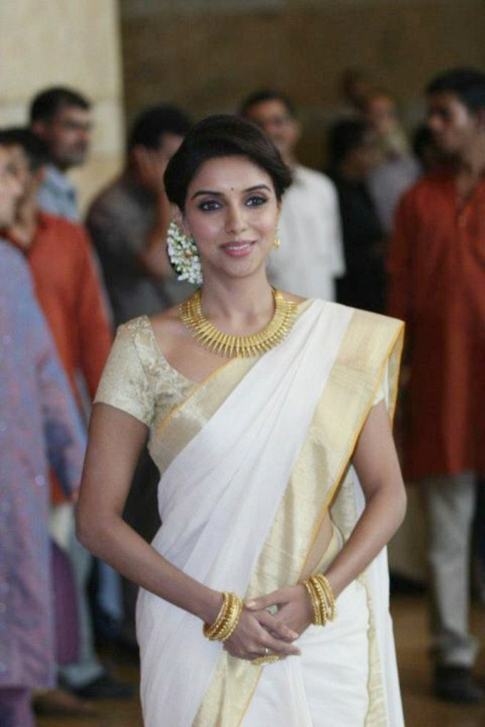 Asin thottumkal with white and kerala saree stills