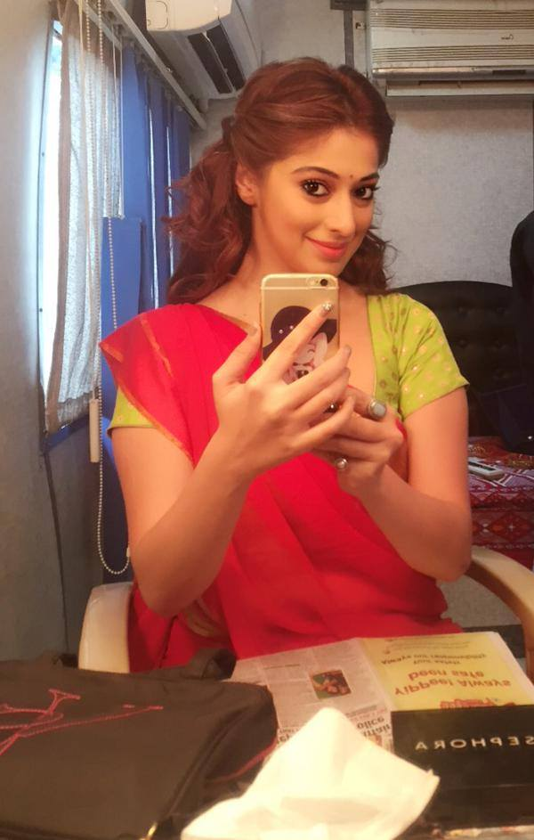 Actress laxmi rai hand mobile phone
