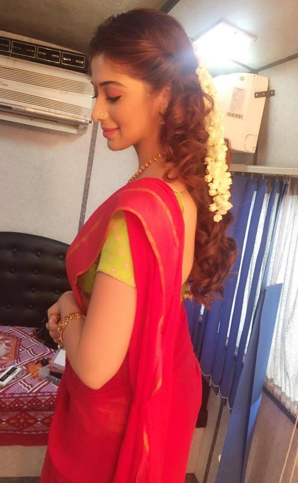 Tamil actress laxmi rai red half saree wallpaper