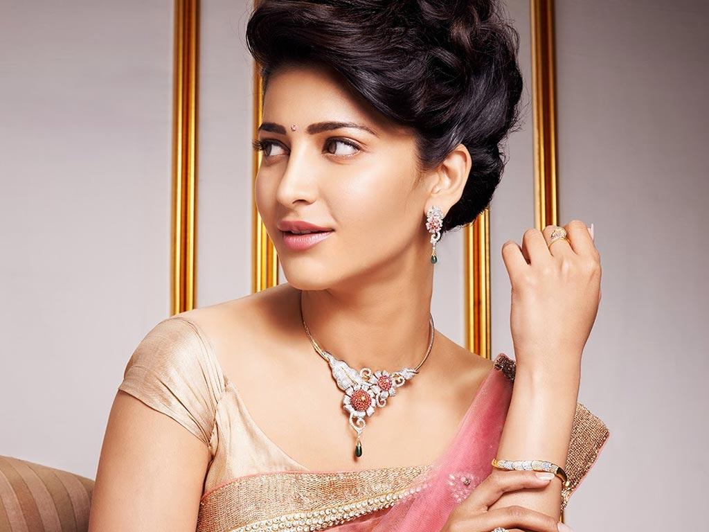 Actress shruti haasan saree wallpaper