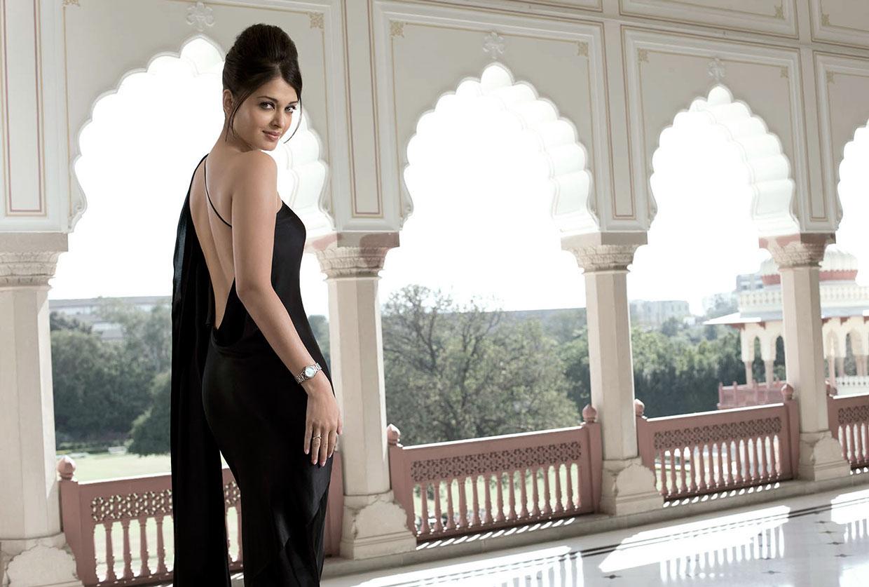 Aishwarya hot backless photos
