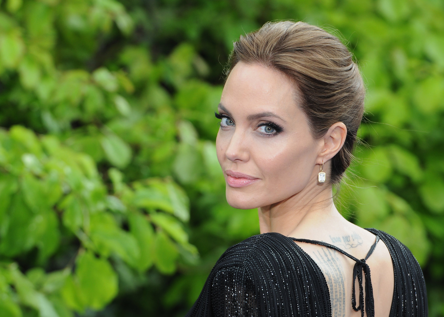 Angelina jolie black dress pictures