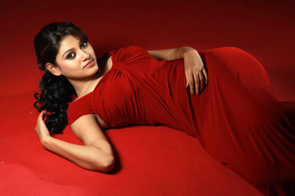Oviya red dress wallpaper