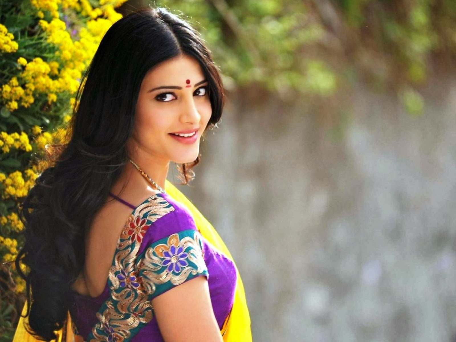 Shruti haasan actress yellow saree hd wallpapers