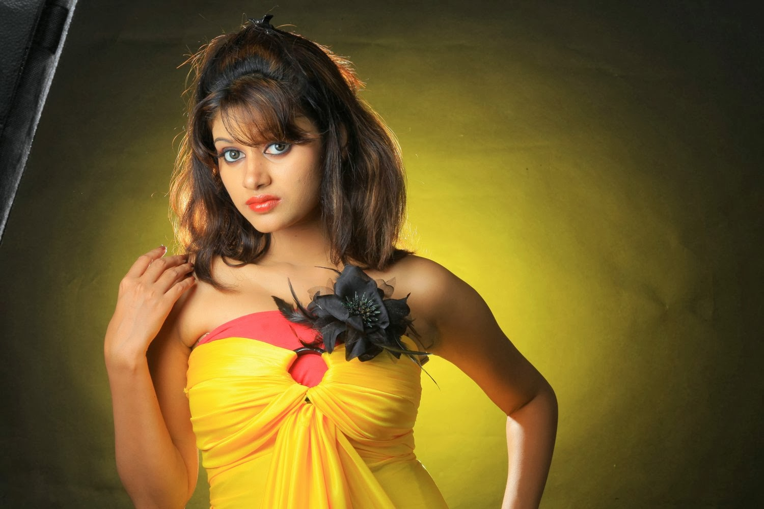 Tamil actress oviya wallpaper