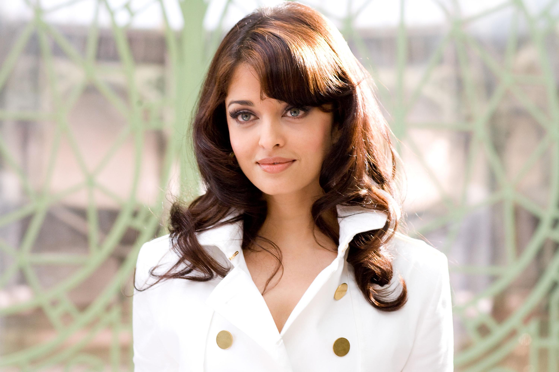 Bollywood actress aishwarya rai white dress pic