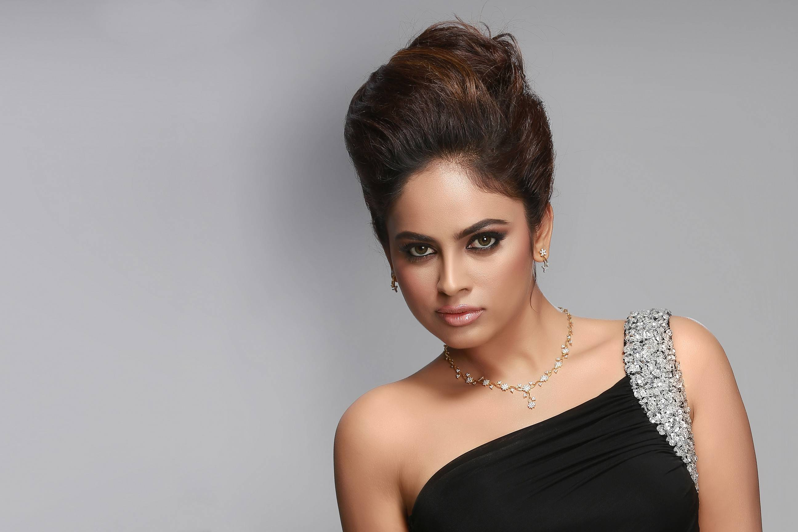 Nandita swetha black dress photos