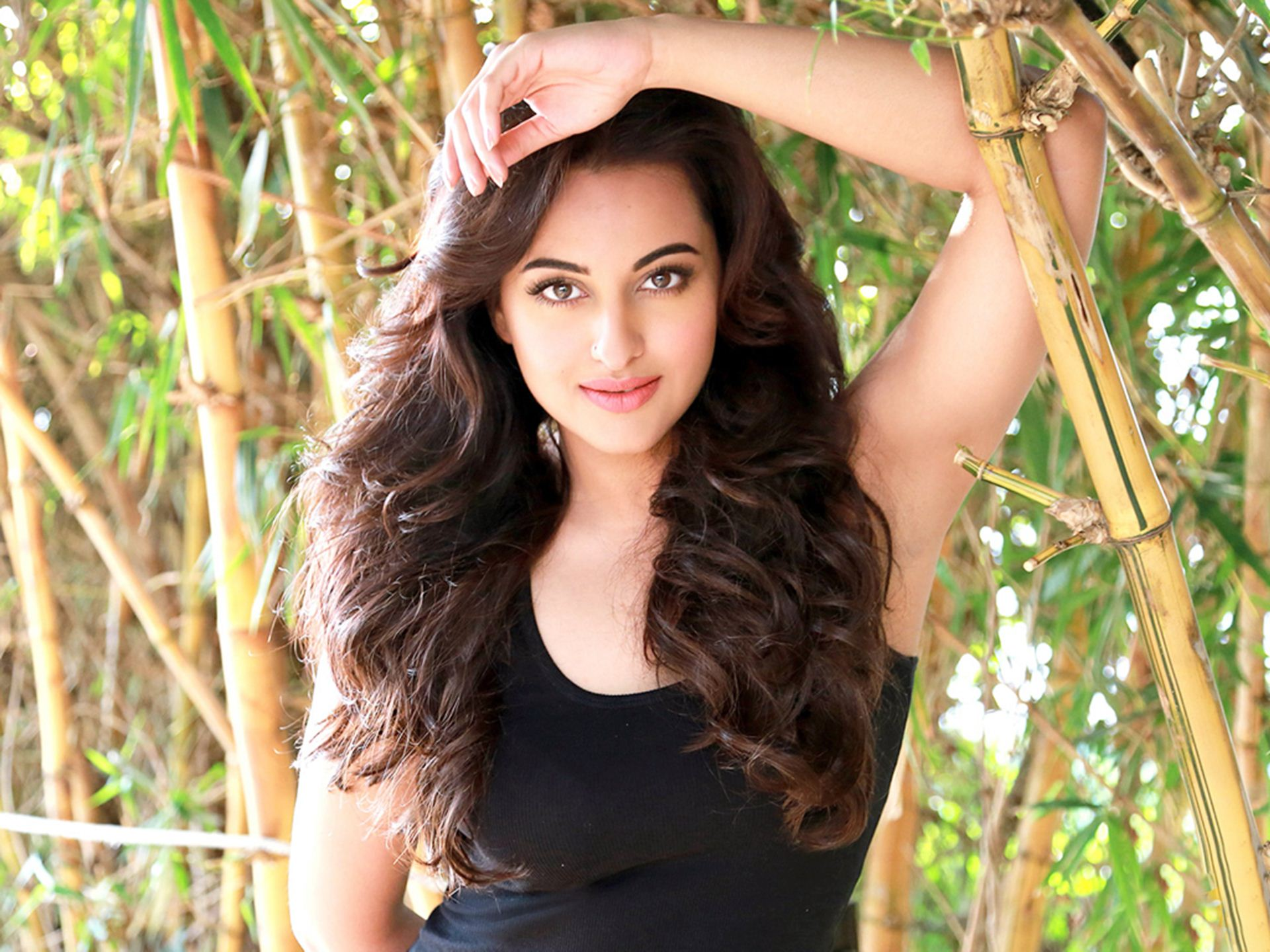 Sonakshi sinha glamour pictures