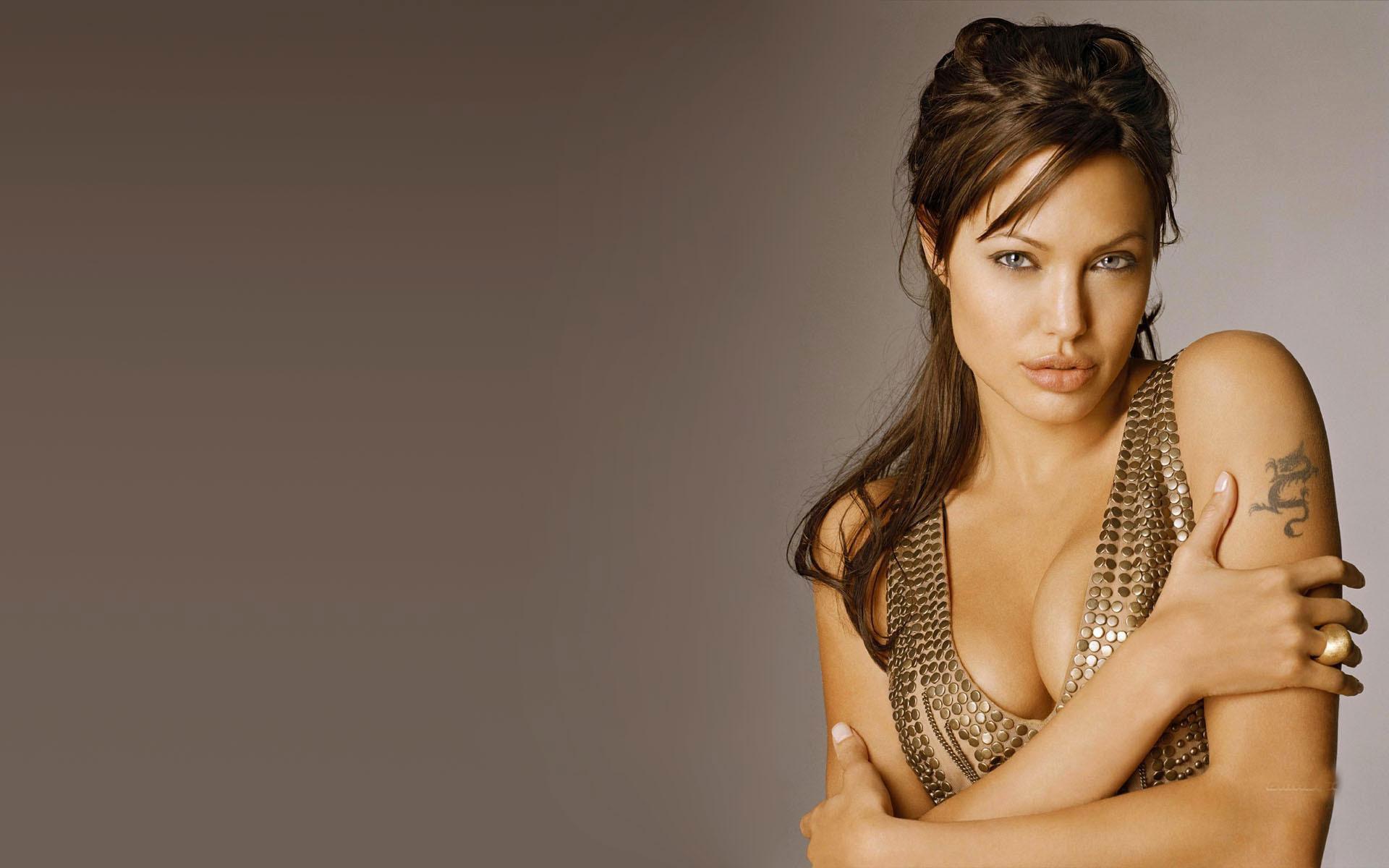 Angelina jolie glamour photos