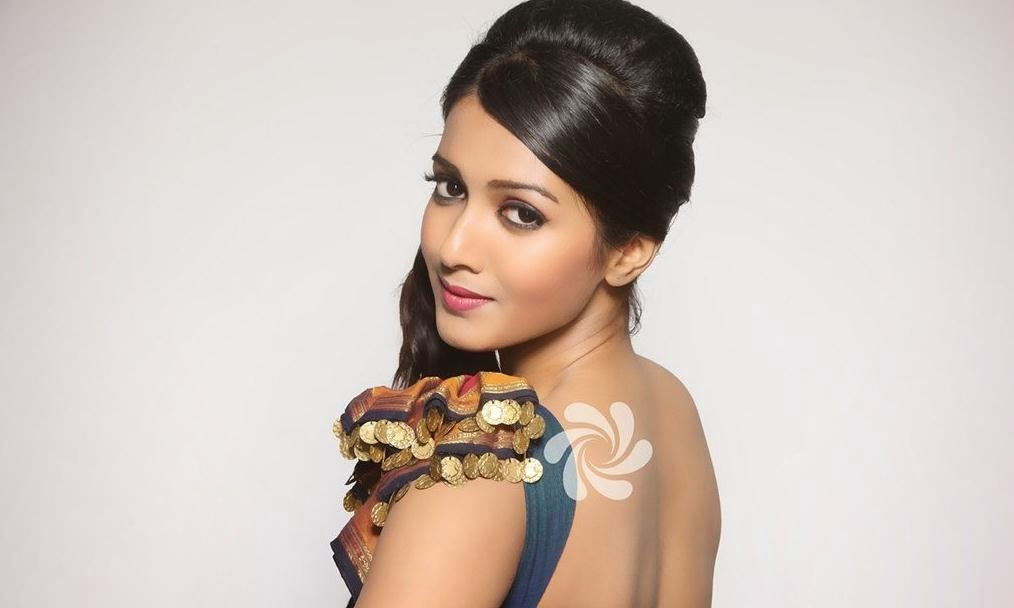 Catherine tresa backless pictures