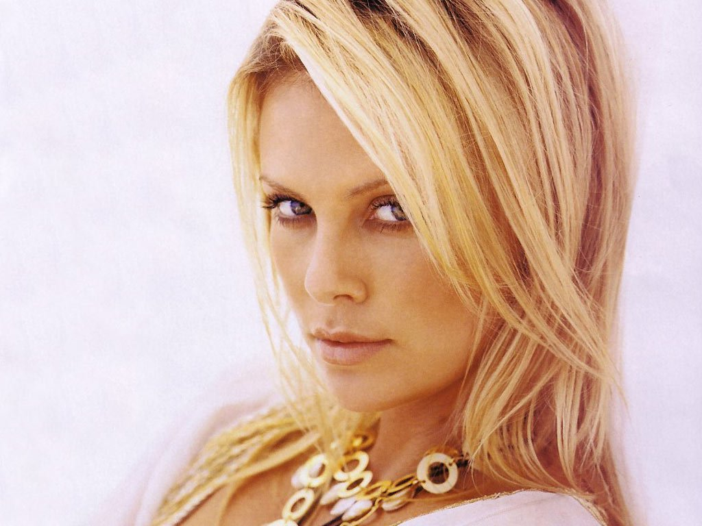 Charlize theron actress hot photos