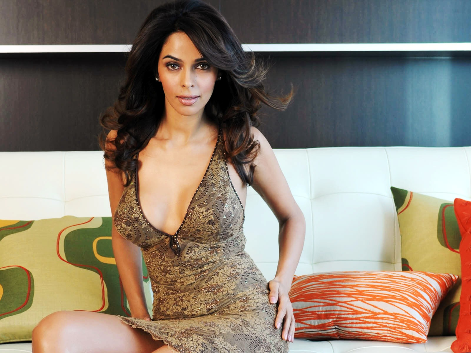 Mallika sherawat actress cute wallpaper