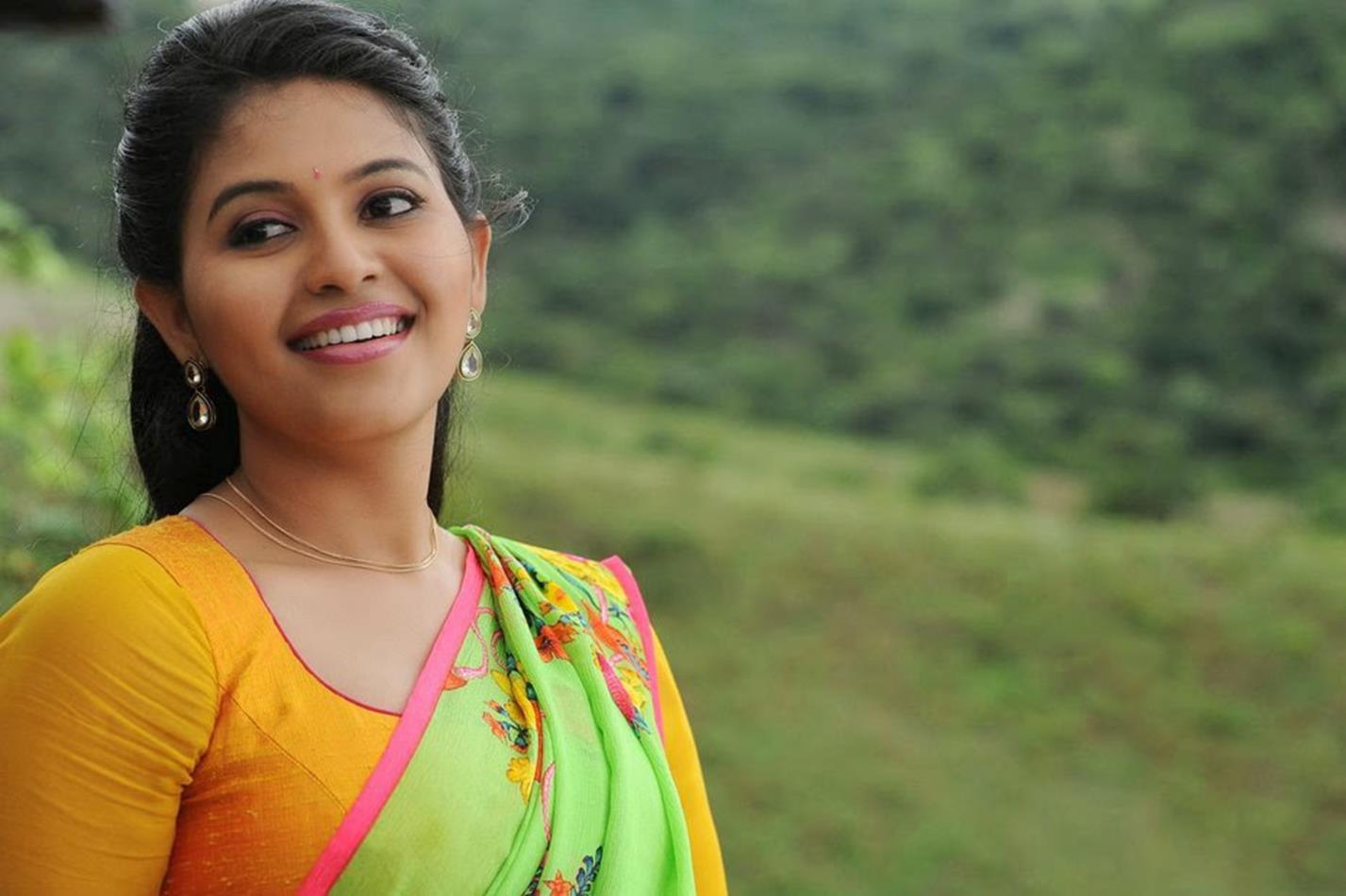 Anjali green half saree hot pictures