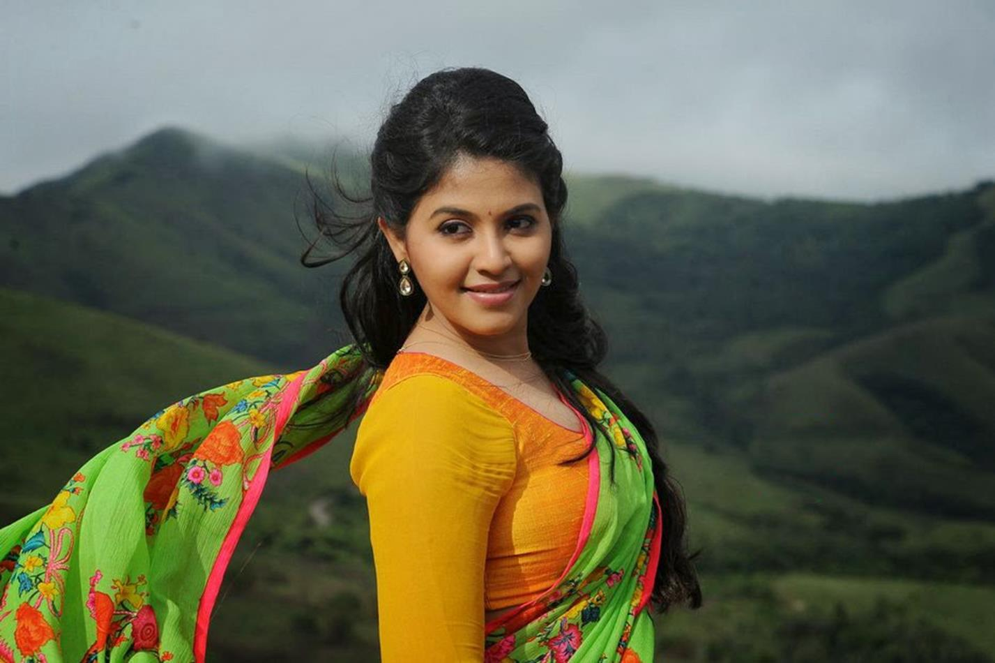 Anjali green half saree hot wallpaper