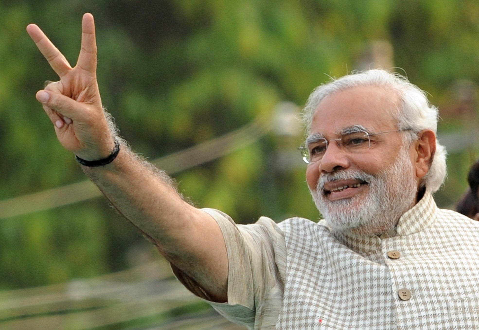 Narendra modi victory smile wallpaper
