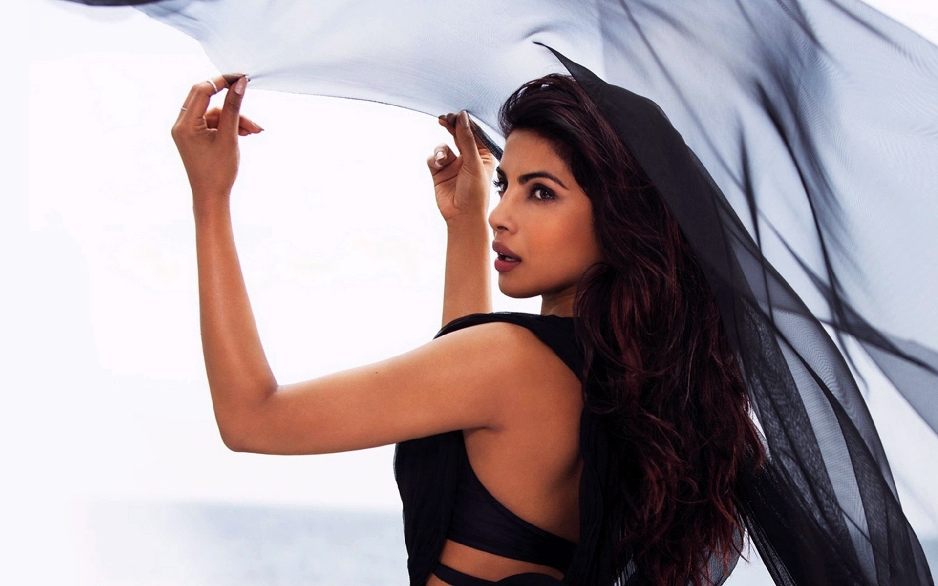 Priyanka chopra black saree wallpaper