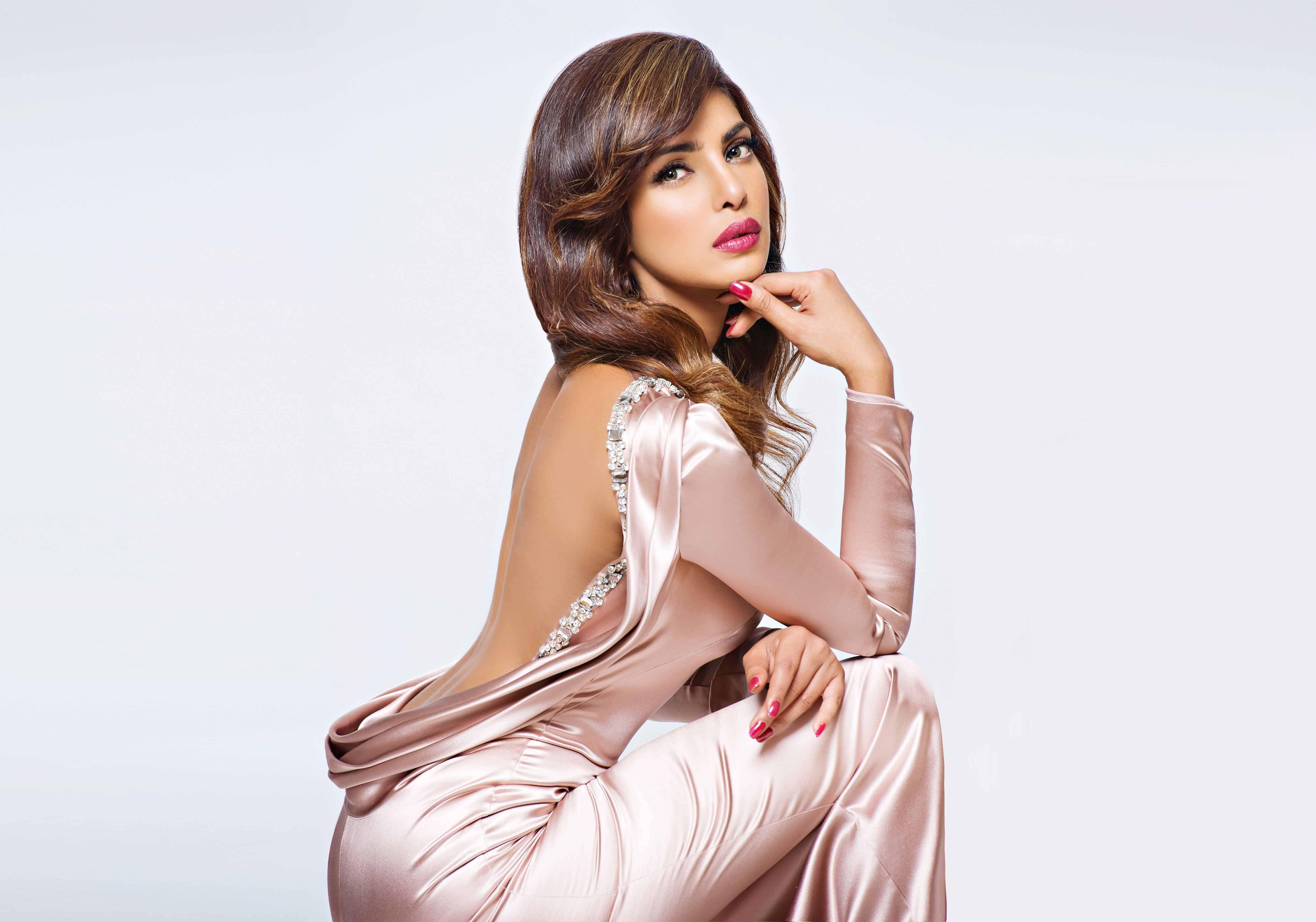 Priyanka chopra bollywood actress backless wallpapers