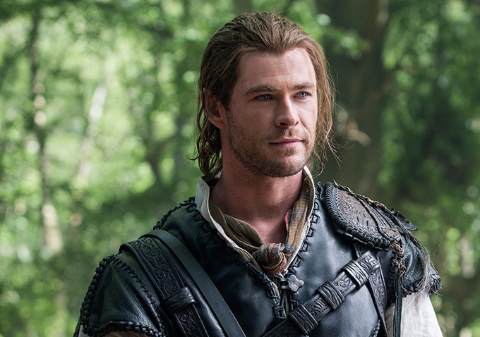The huntsman winters war hero chris hemsworth pictures
