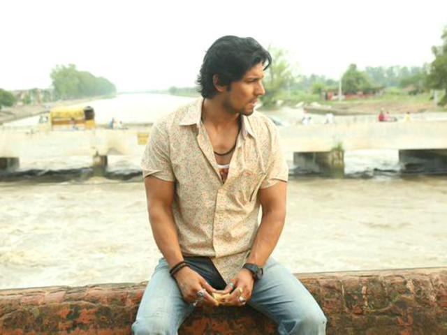 Yeh laal rang film hero akshay oberoi photos