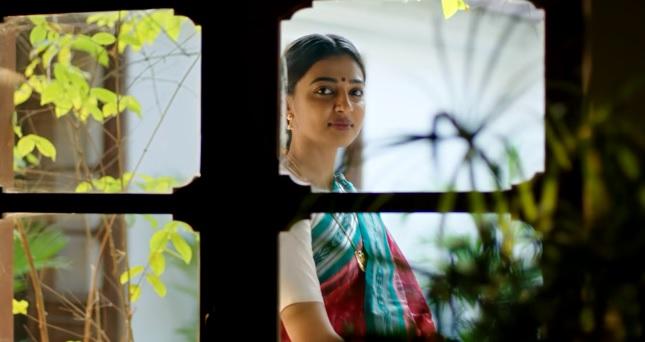 Kabali movie heroine radhika apte photos