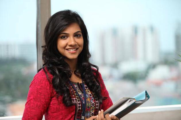 Kadhalum kadanthu pogum movie heroine pictures