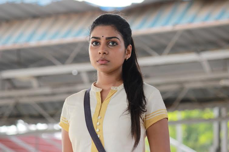 Pichaikaran movie actress satna titus photos