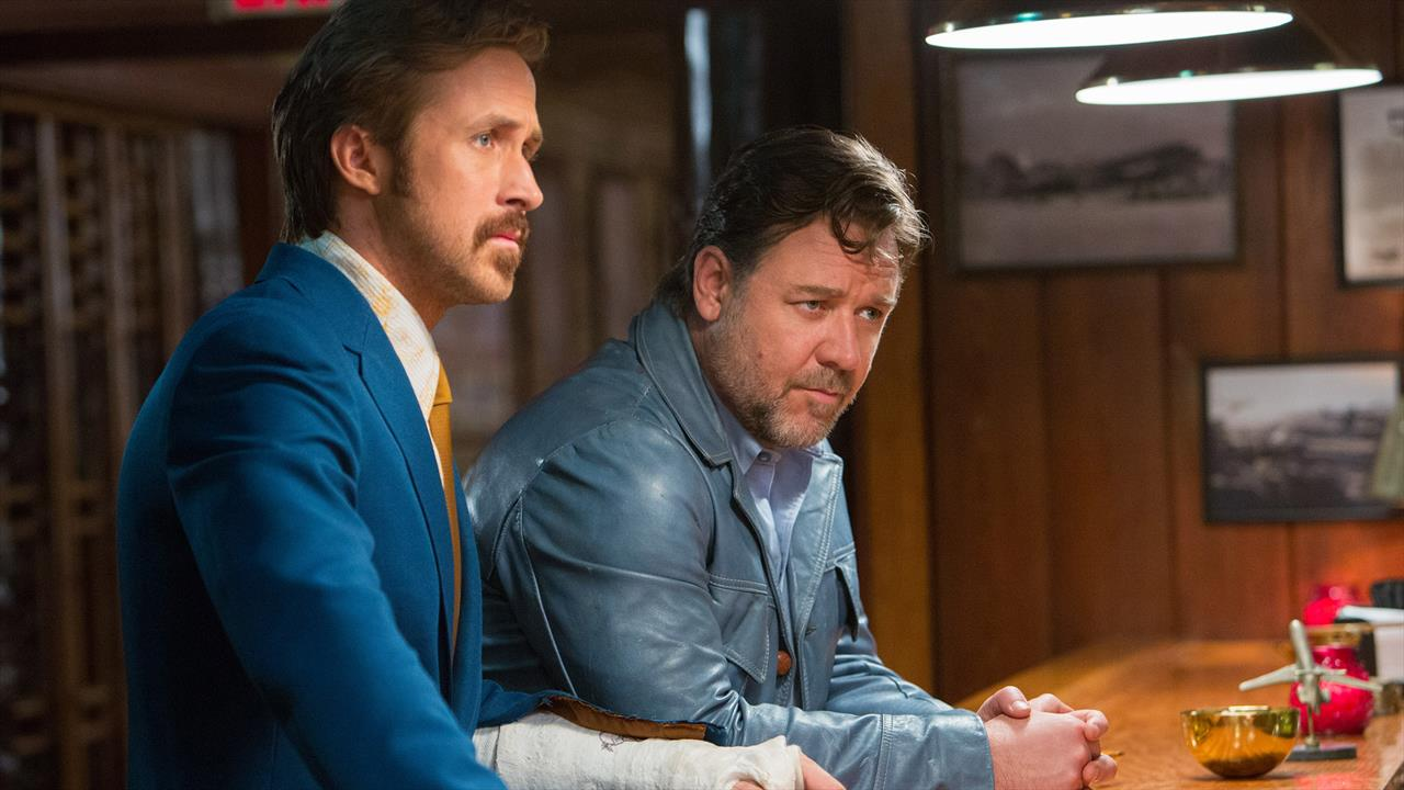 The nice guys film actor russell crowe and ryan gosling foto
