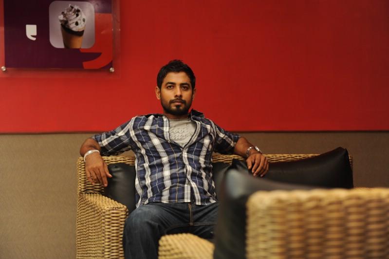 Unnodu ka movie actor aari stills