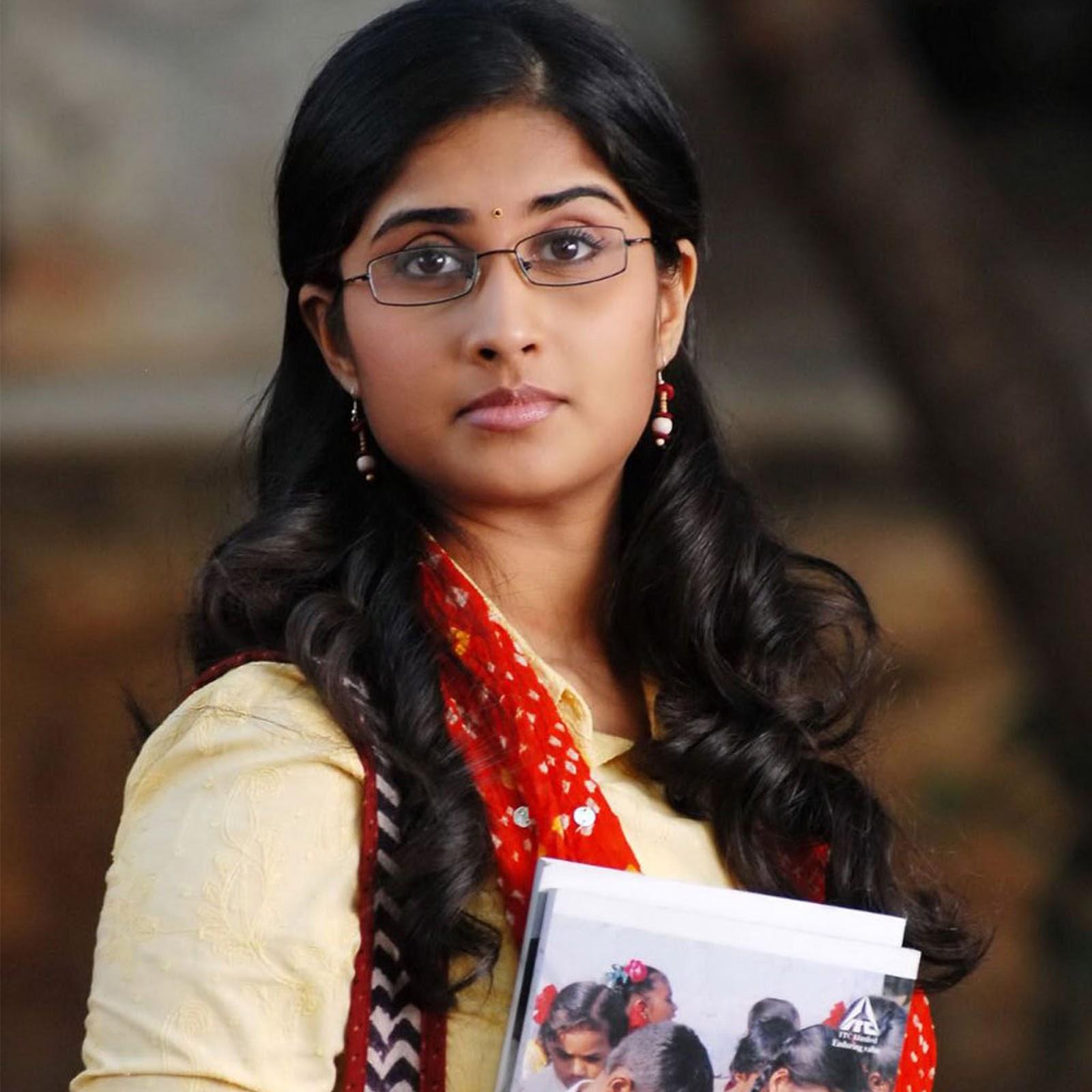 Valliyum thetti pulliyum thetti actress shamili photos