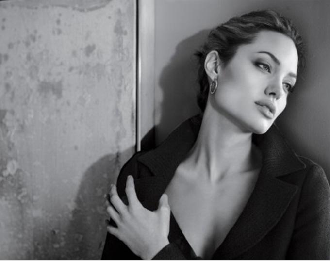 Angelina jolie black and white hot photography stills