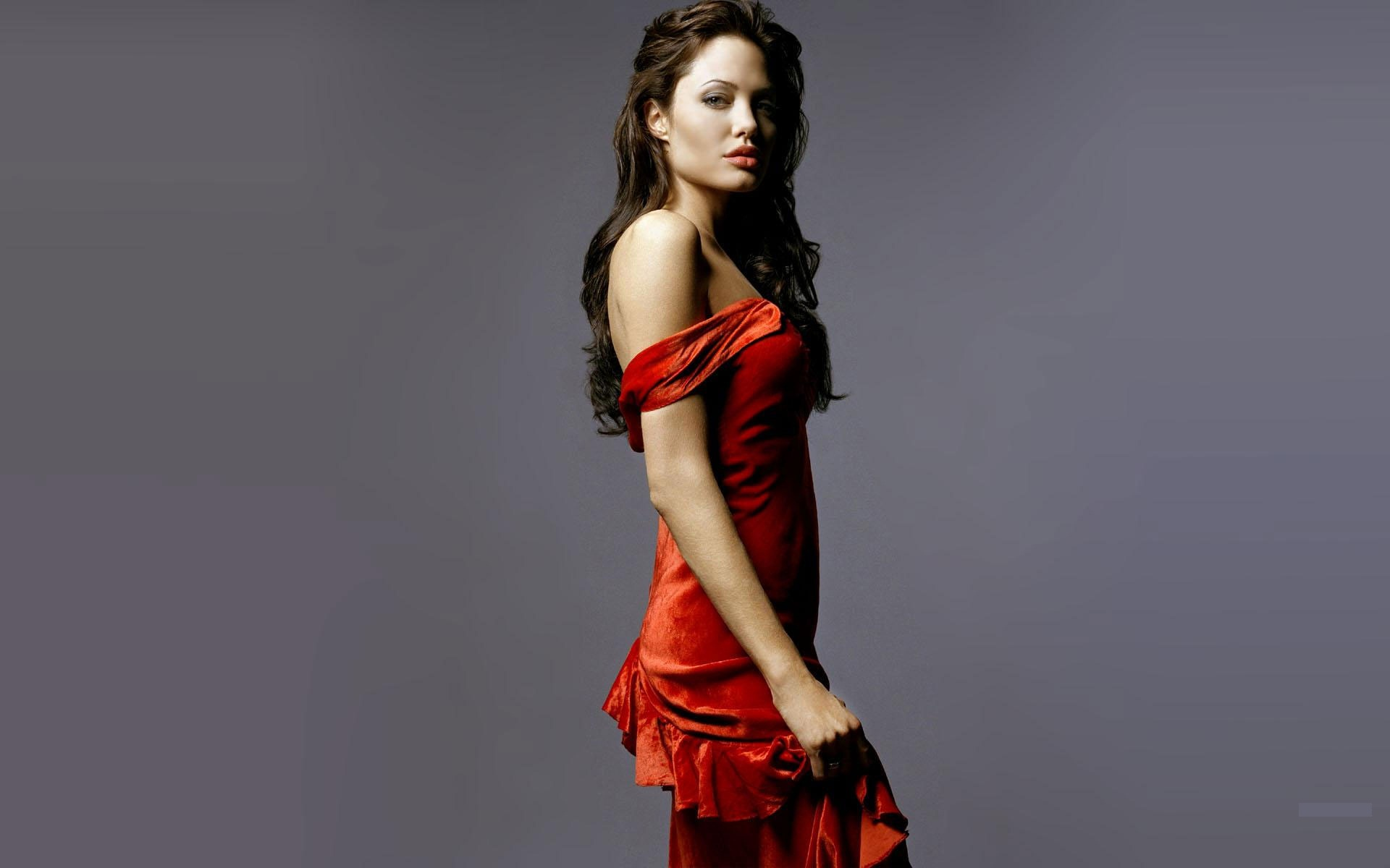 Angelina jolie red dress photos