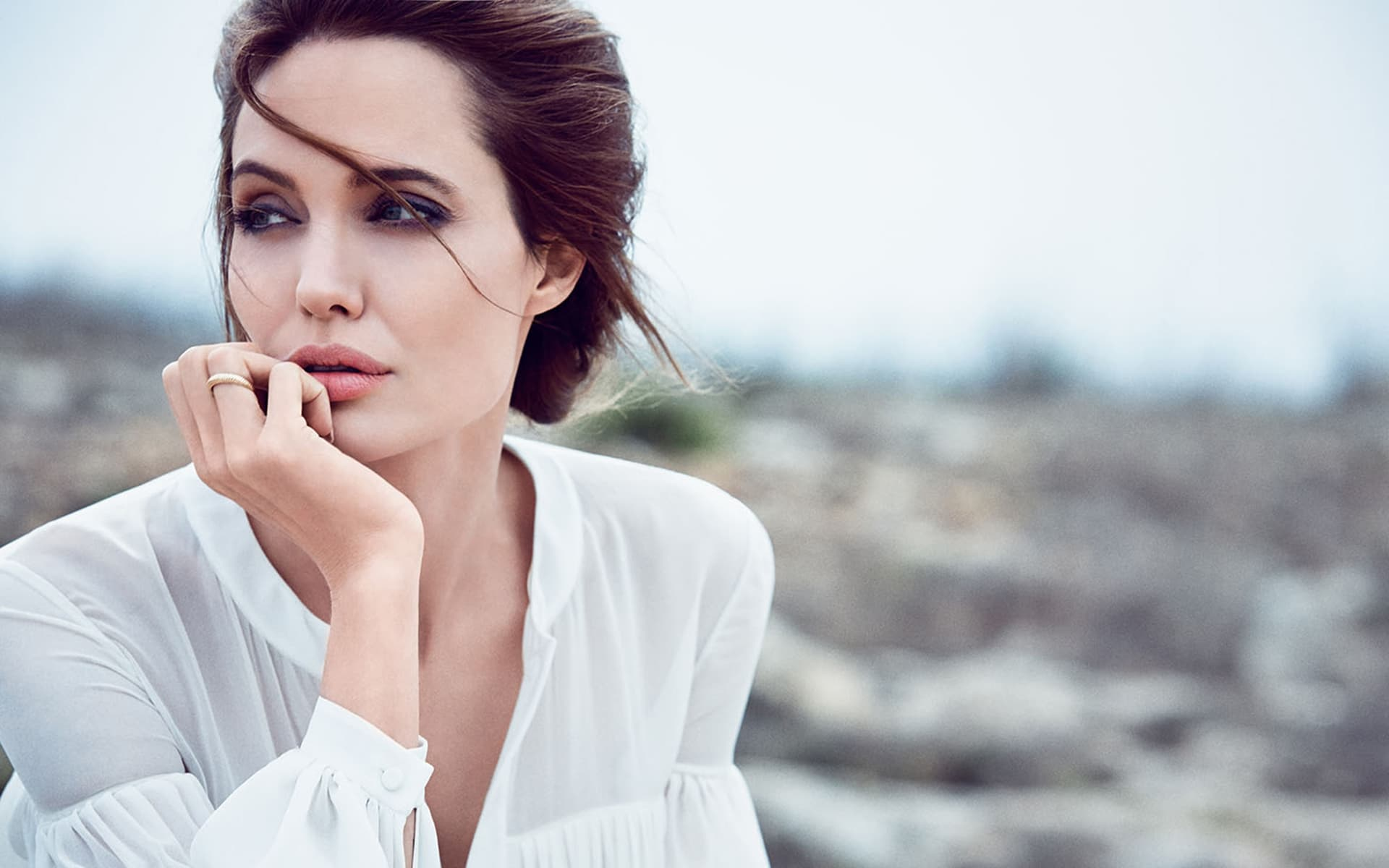 Hollywood actress angelina jolie young wallpaper