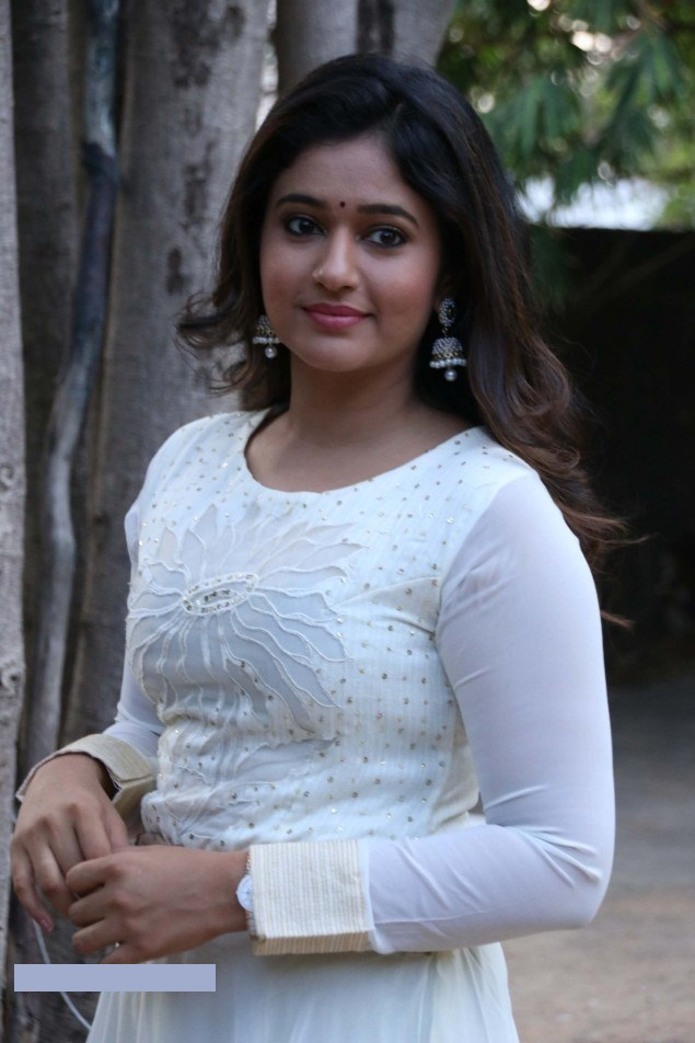 Muthina kathirikai movie heroine poonam bajwa photos