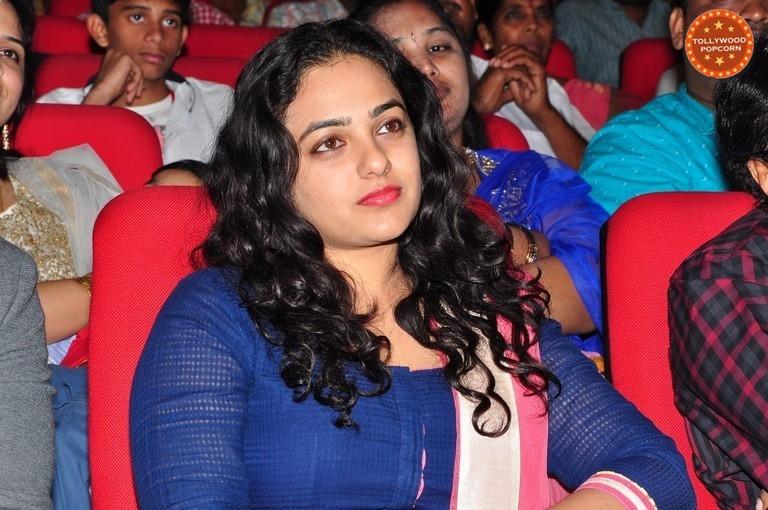 Okka ammayi thappa movie actress nithya menen photos