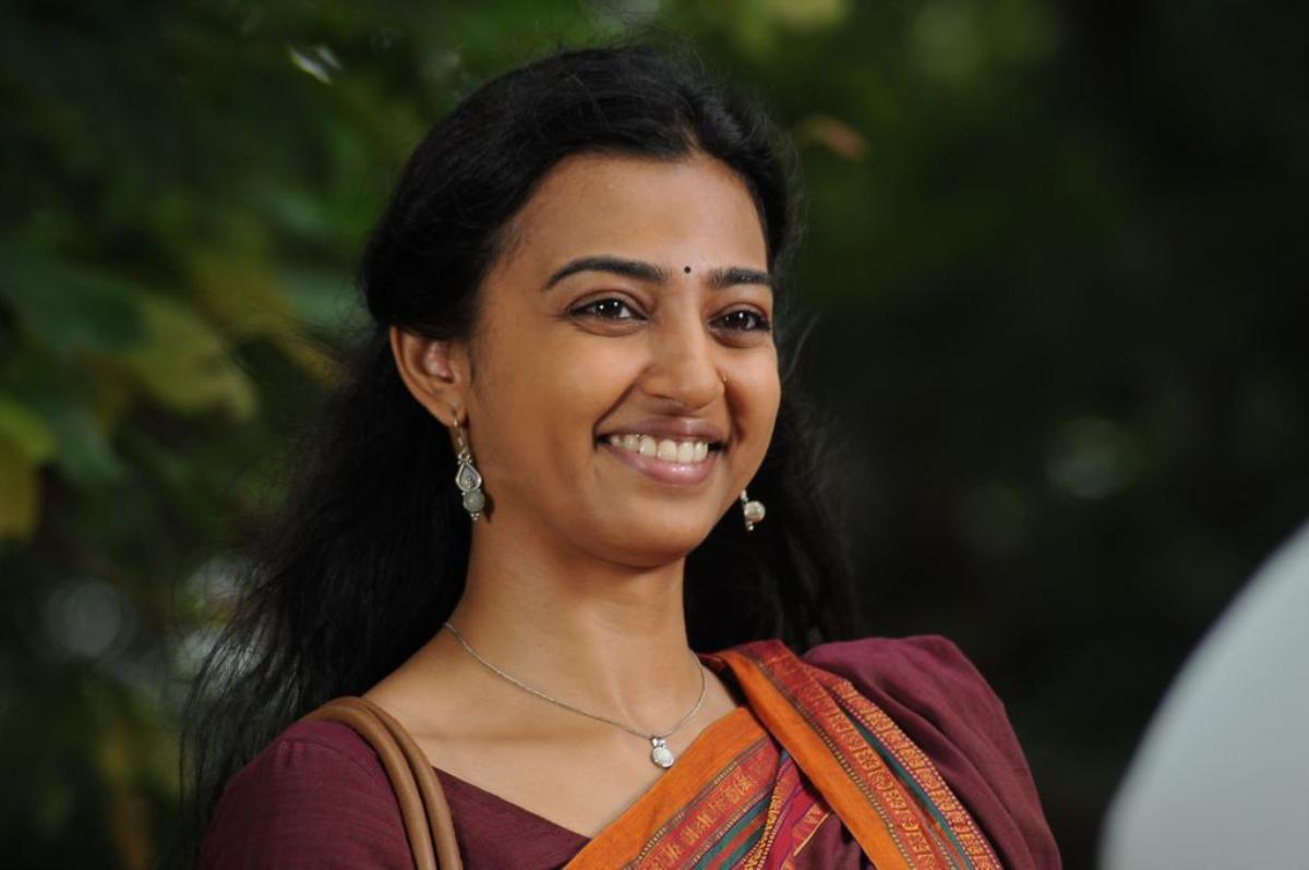 Radhika apte actress hot saree pictures