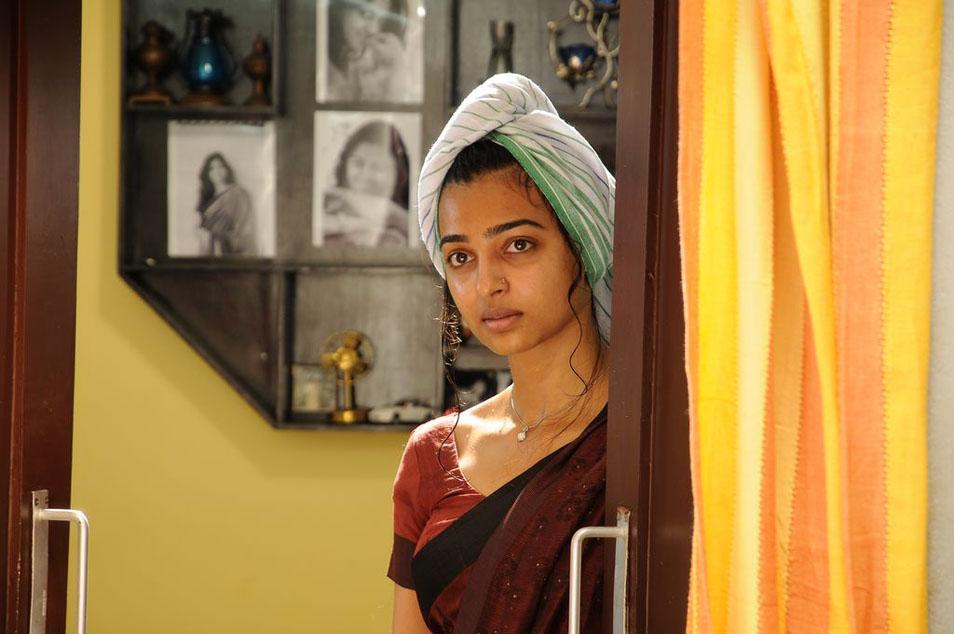 Radhika apte hot saree photos