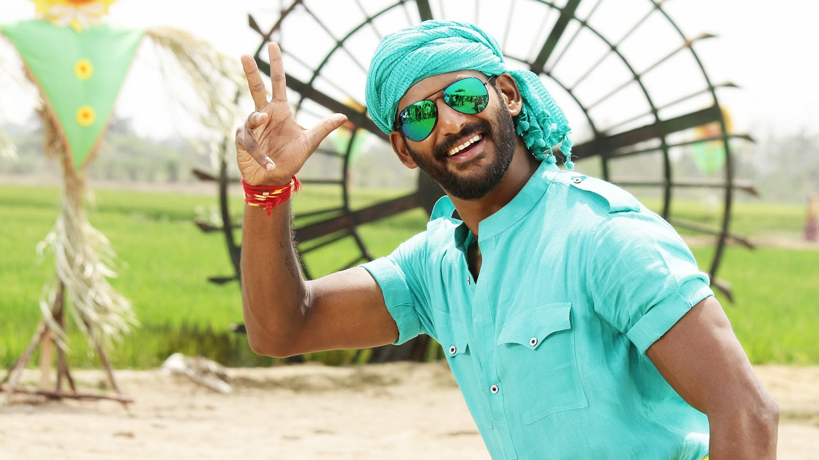 Rayudu movie hero vishal krishna photos