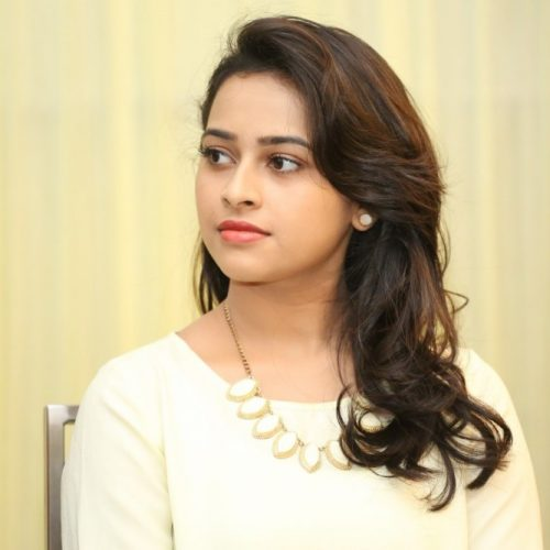 Rayudu movie heroine sri divya wallpaper