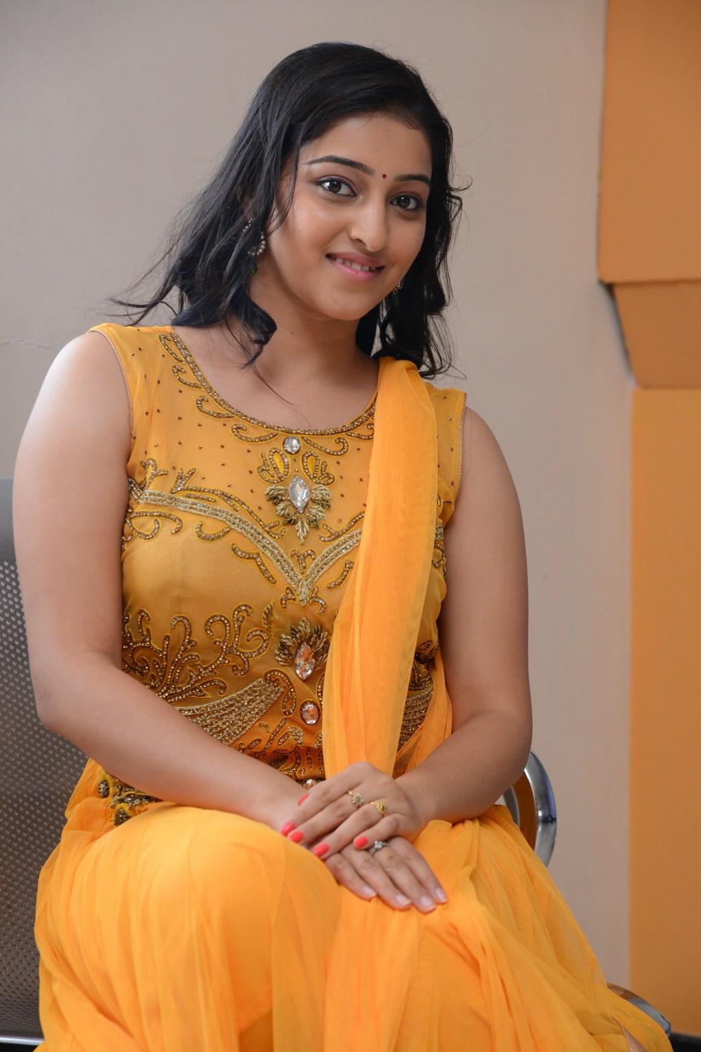 Ardhanari actress mouryaani photos